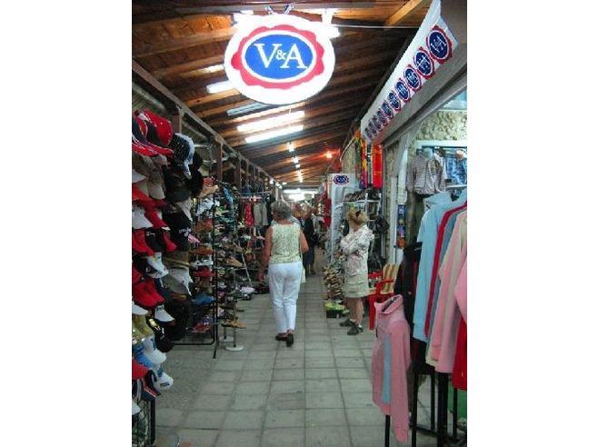 3724699-shopping_market-sunny_beach